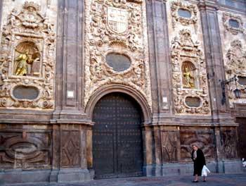 Iglesia de Santa Isabel y <p> San Cayetano